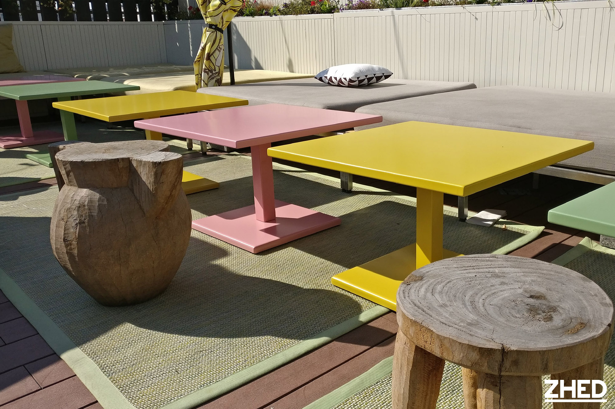Mama Shelter Table Basse Metal Zhed Jaune Rose Vert 1 Zhed