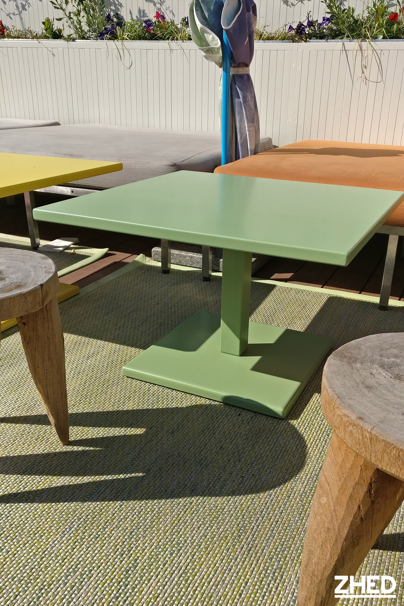 Mama Shelter Table Basse Metal Zhed Jaune Rose Vert 3 Zhed